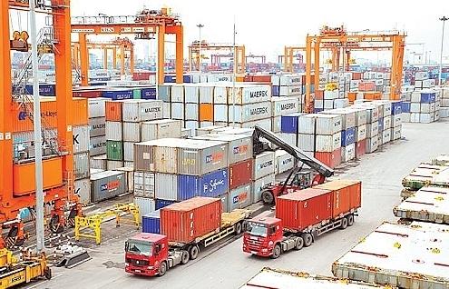 Hàng hóa kinh doanh tạm nhập, tái xuất chỉ được thực hiện qua các cửa khẩu cho phép