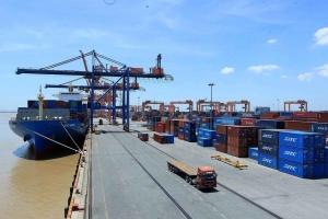 Việt Nam xuất siêu gần 2 tỷ USD