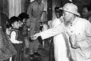 Hồ Chí Minh - Người yêu thương tất cả, chỉ quên mình