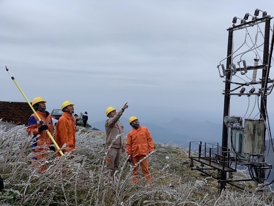 EVNNPC đảm bảo điện trong thời tiết băng giá