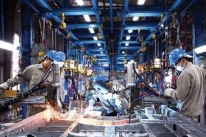 Sản xuất công nghiệp tiếp tục gặp khó