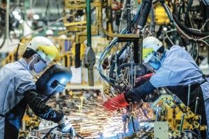 """Công nghiệp tăng trưởng nhờ """"lực kéo"""" từ chế biến, chế tạo"""