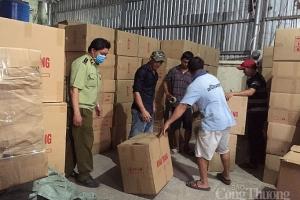 Bắt nhiều lô hàng khẩu trang y tế thẩm lậu qua biên giới Tây Nam